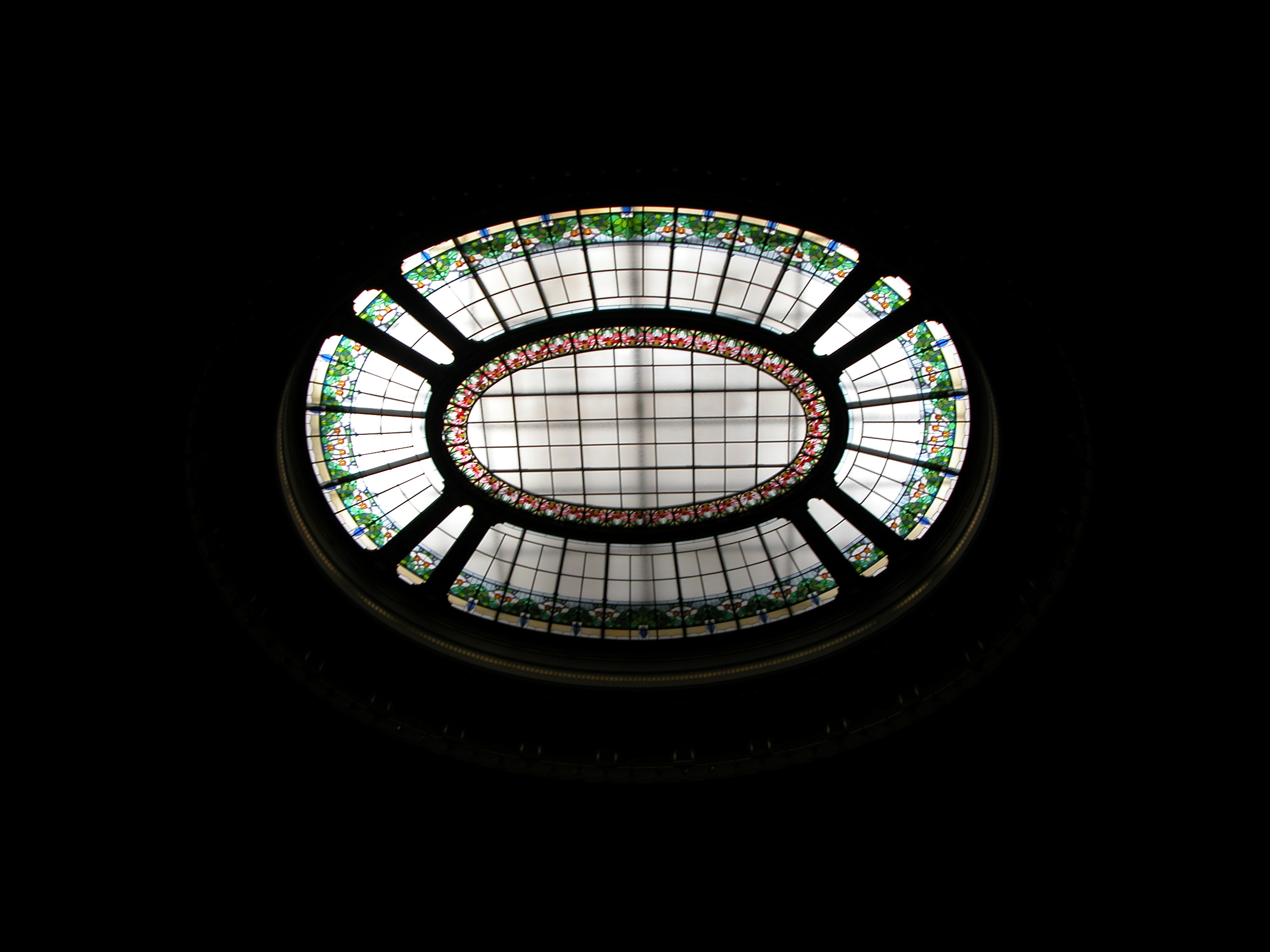 glass stained round oval black decorated transparant ceiling high up