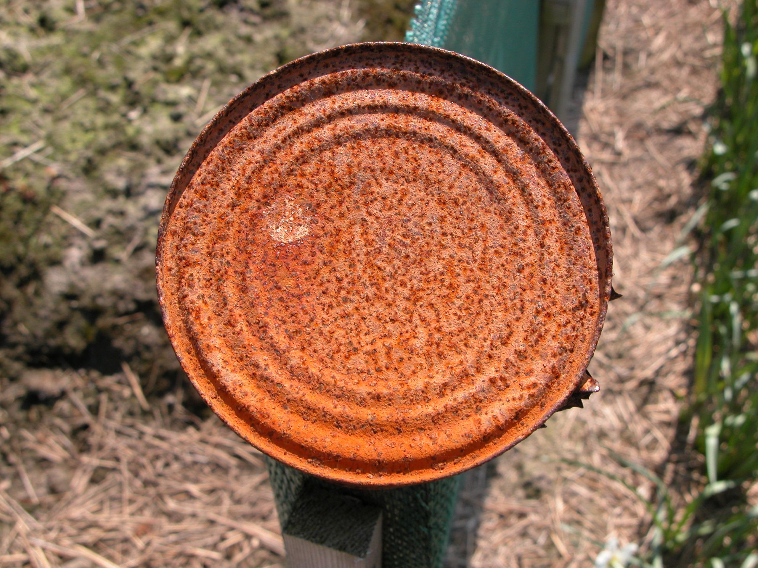 metals rust rusted can tincan tin bottom circle circles texture