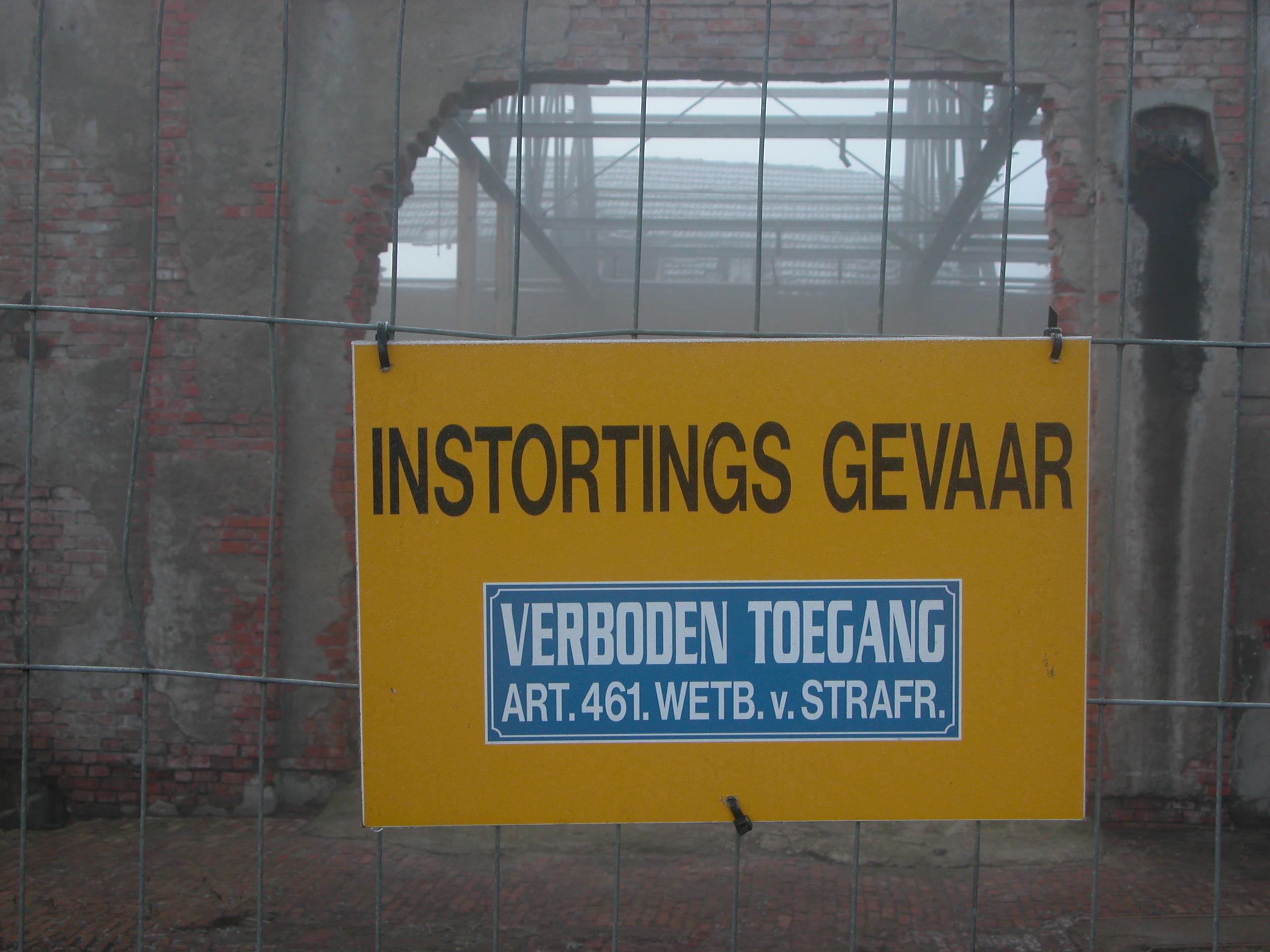 warning sign colaps warning do not trespass trespas enter