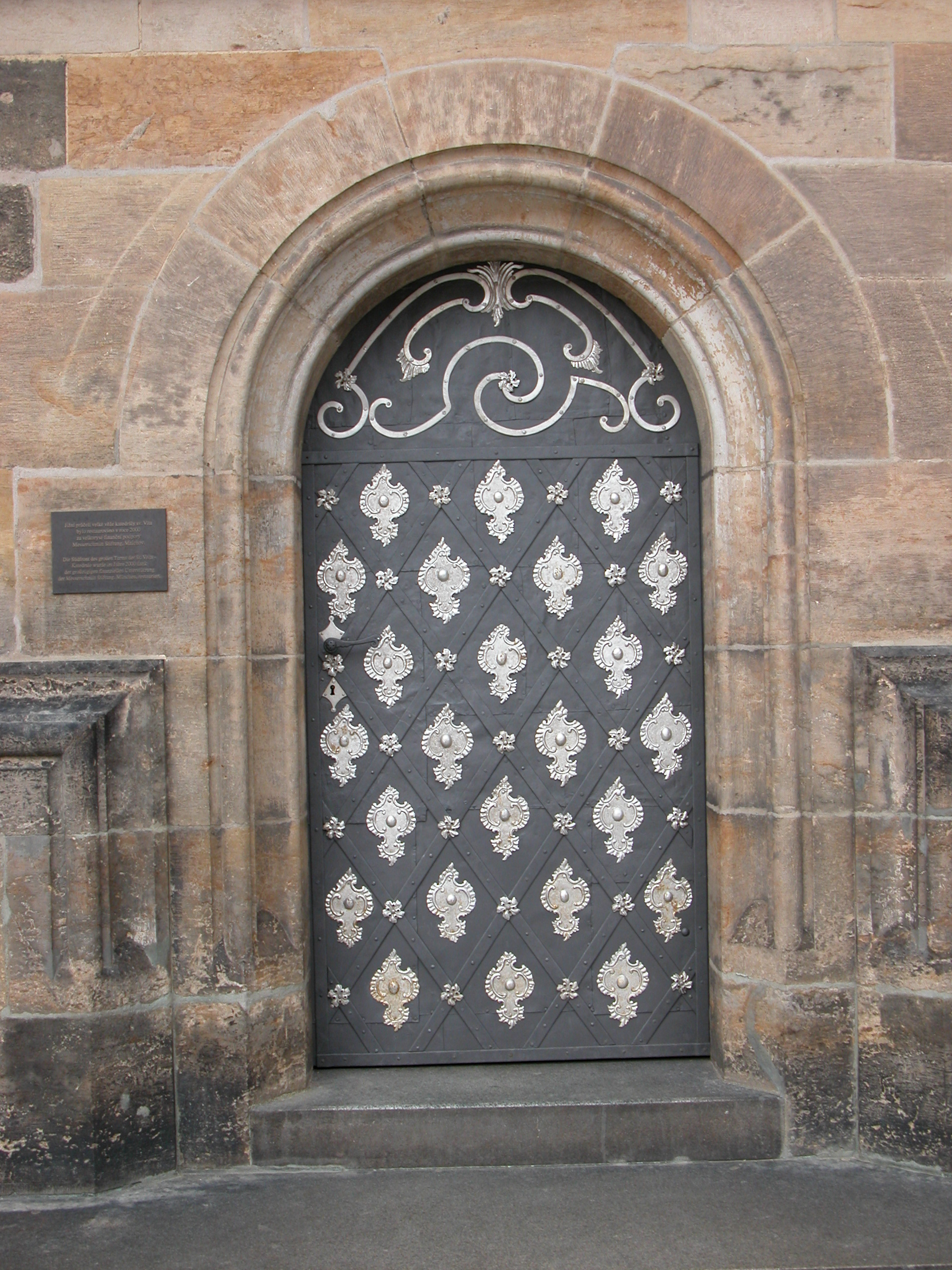 walls texture door doors entrance mediaval mediavel pattern texture arch arched gothical roman wood ornamented metal royalty