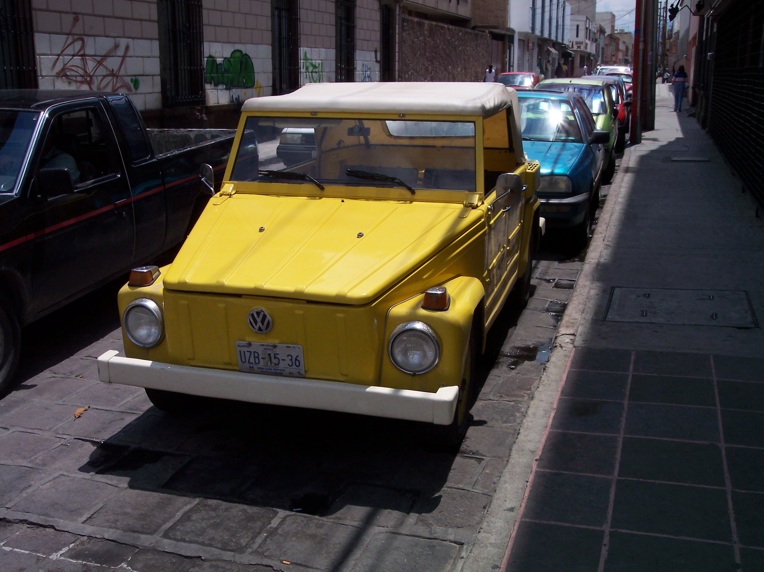 dario car volkswagen square lines yellow