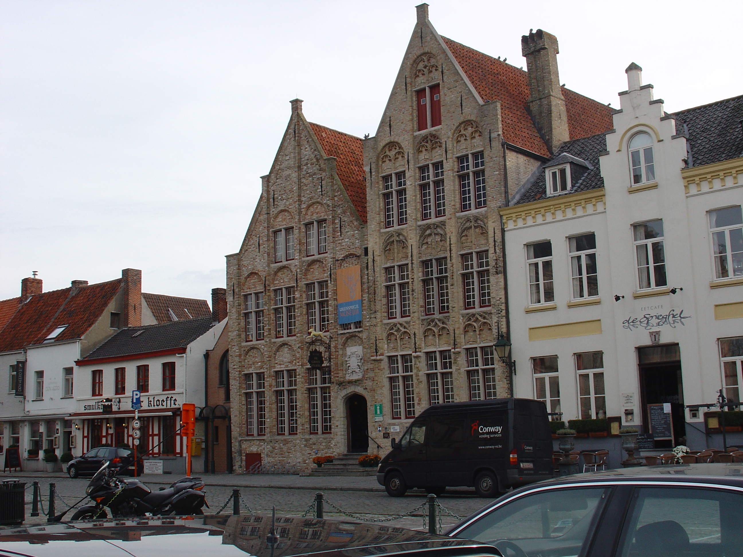 leonievdgulik gent street Belgium cars buildings