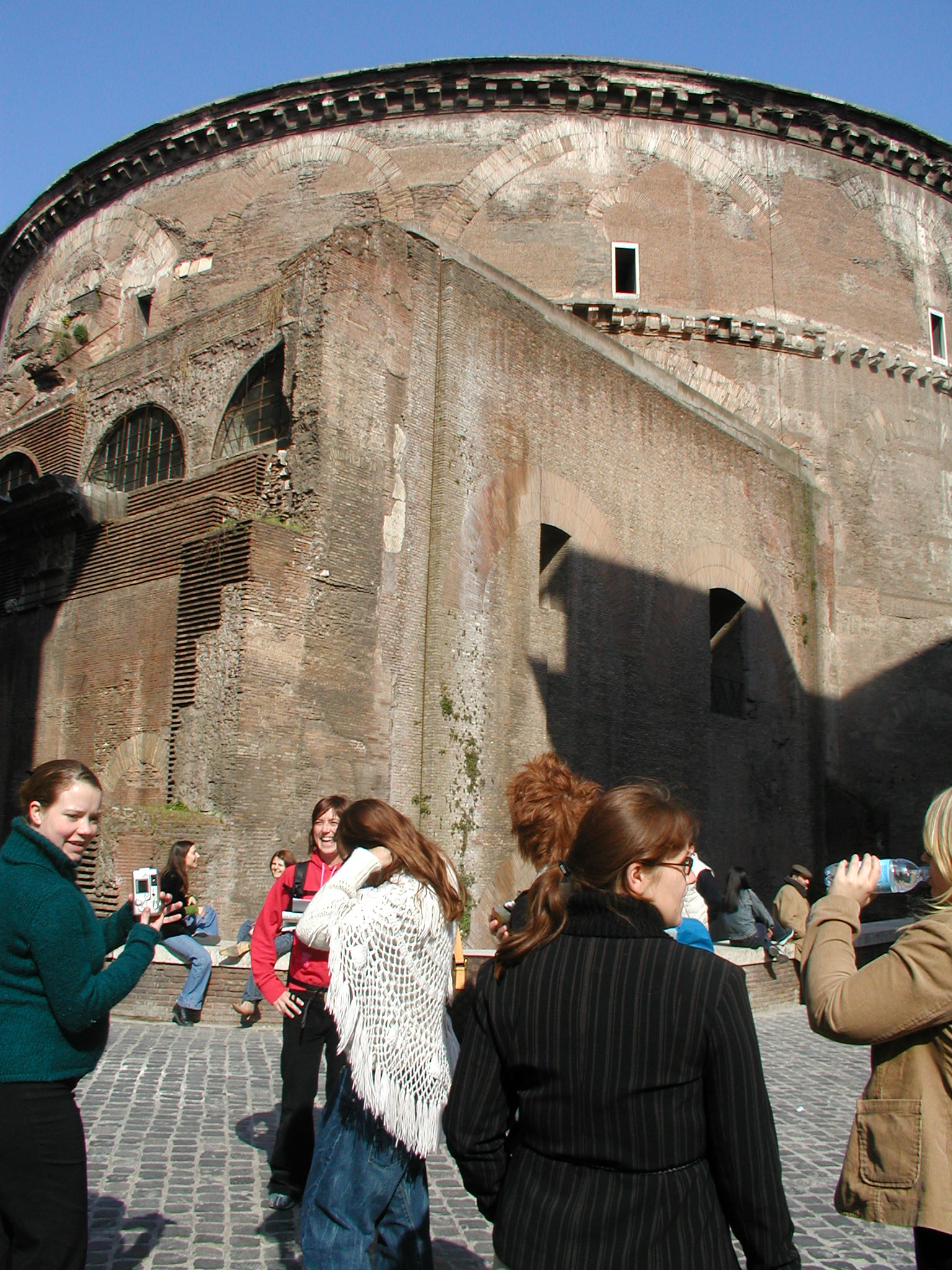 tabus italy pantheon rome people tourists characters humanoids women crowd architecture exteriors