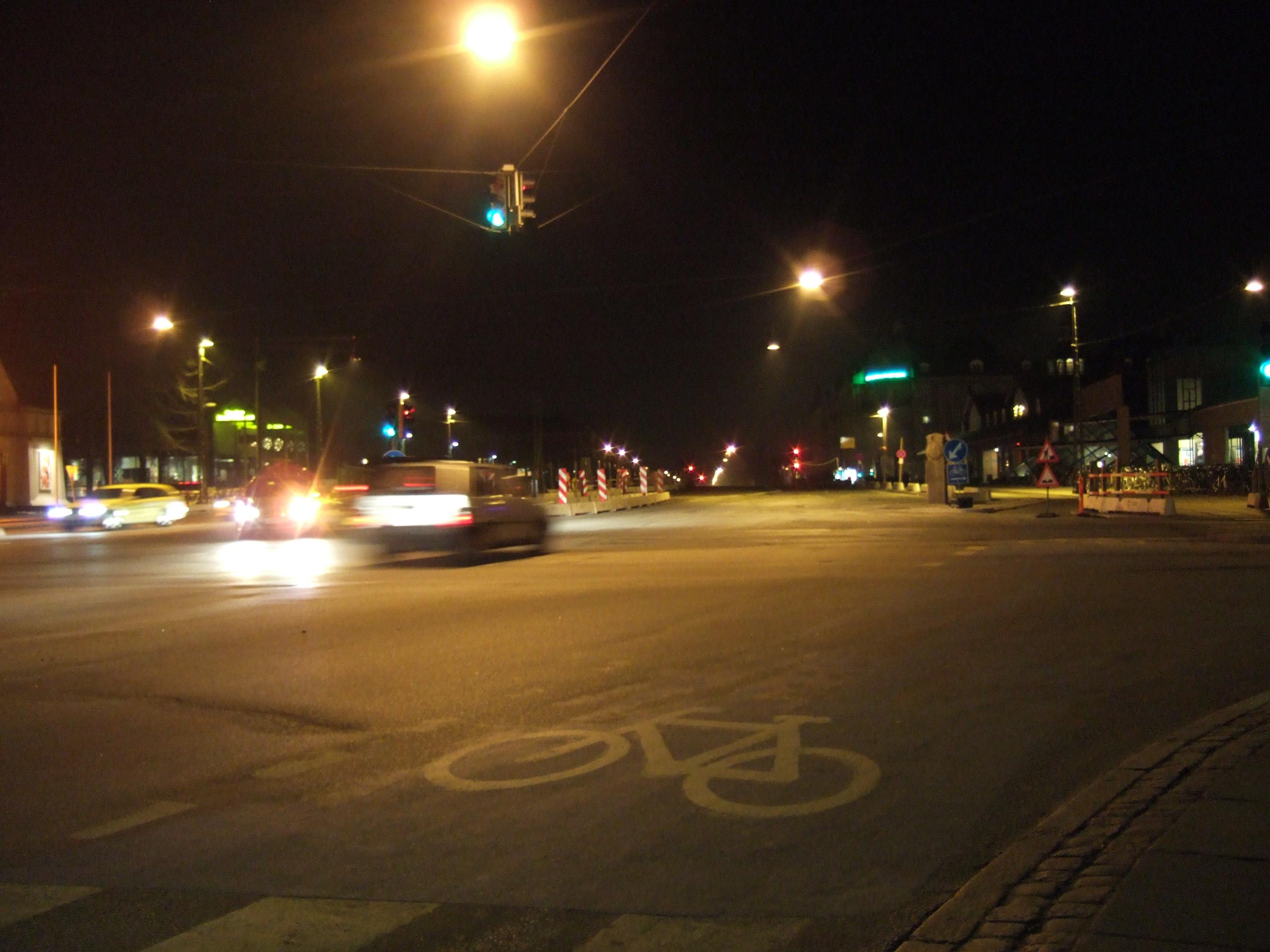 tabus city bike road car night