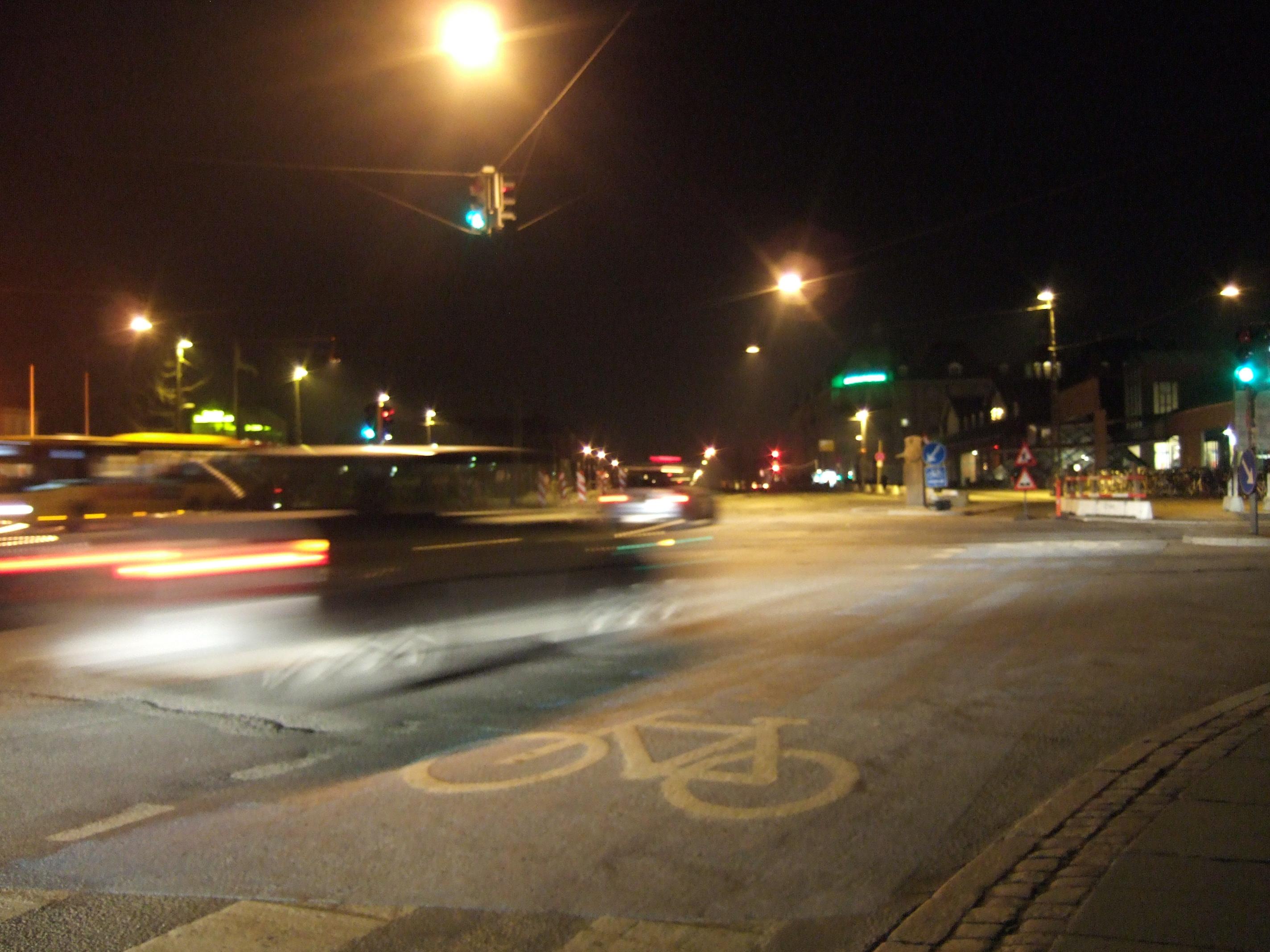 tabus city night bike road blurred