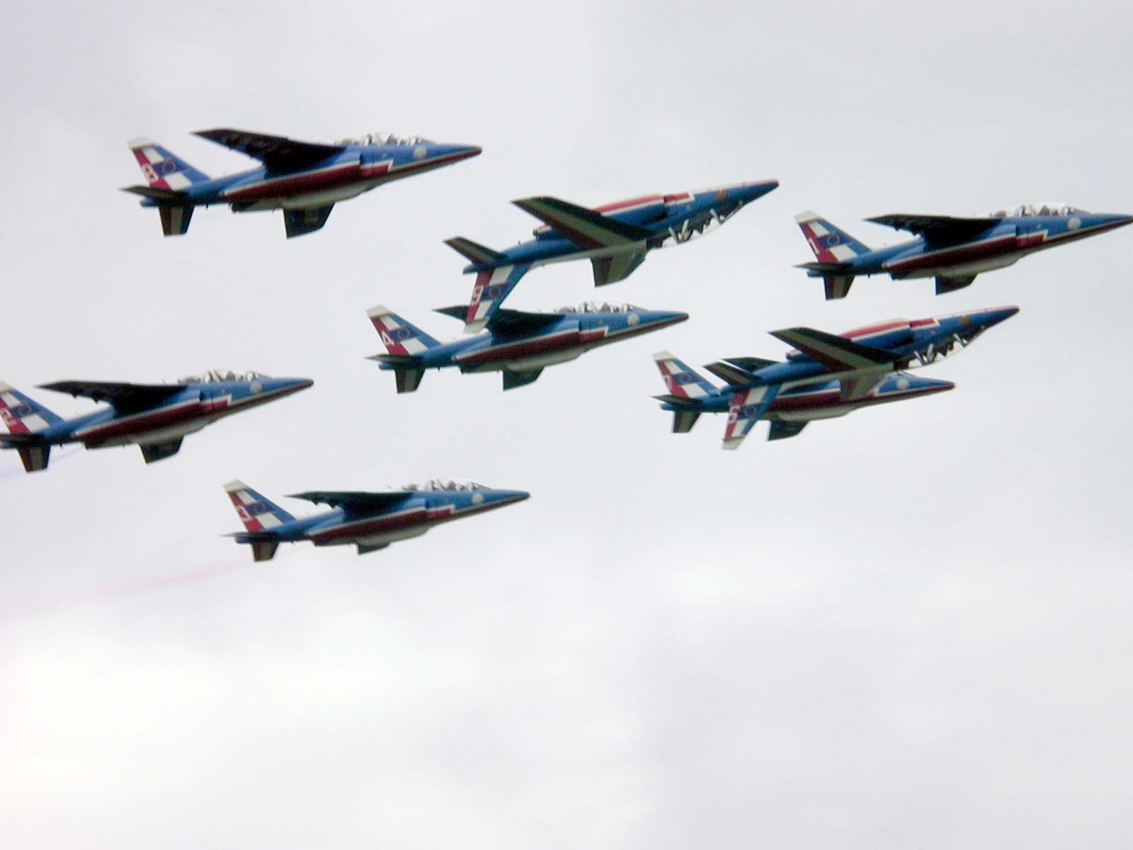 vehicles air squadron fighterplanes redarrows arrows airshow squad formation