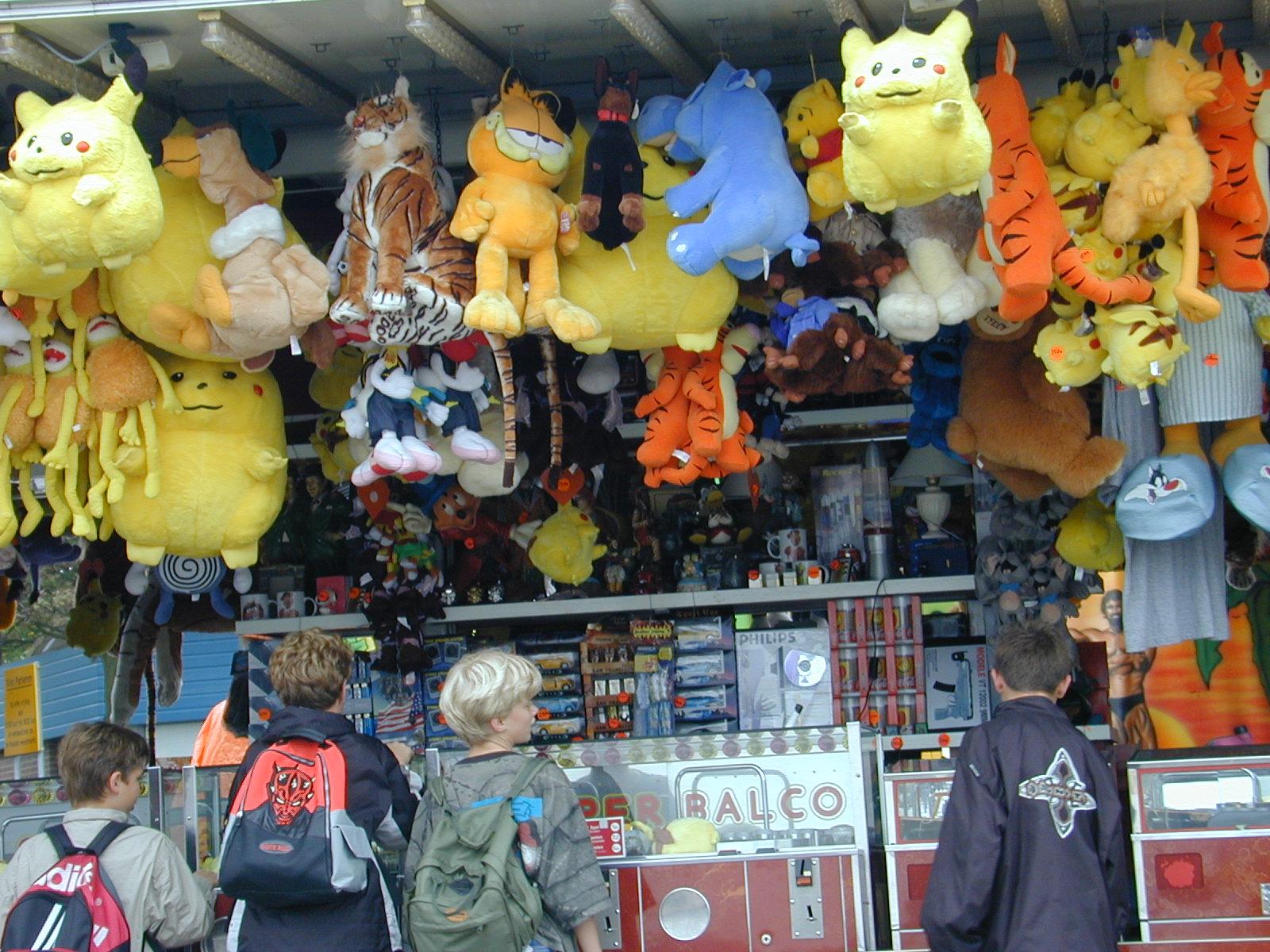 fairground attraction fluffy pluche toys animals