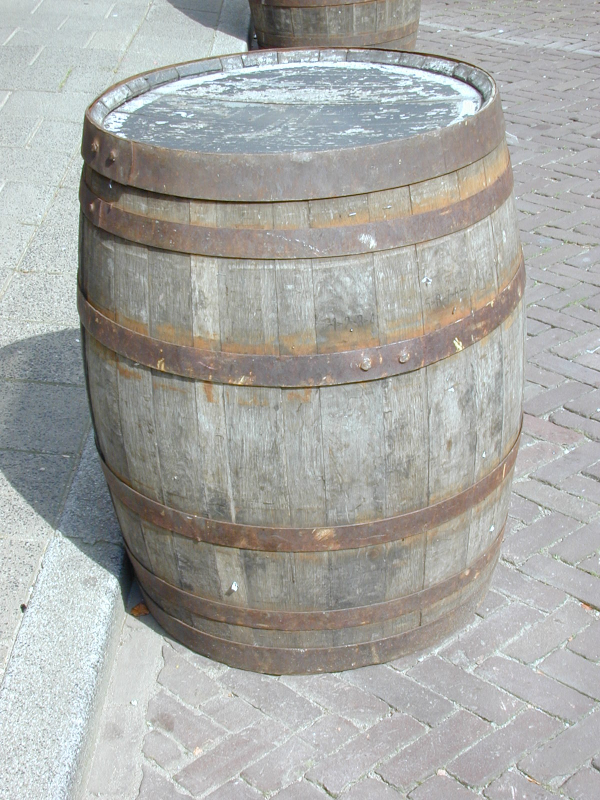 barrel keg beer wine winebarrel o 'o beerkeg iron rings planks bent wood