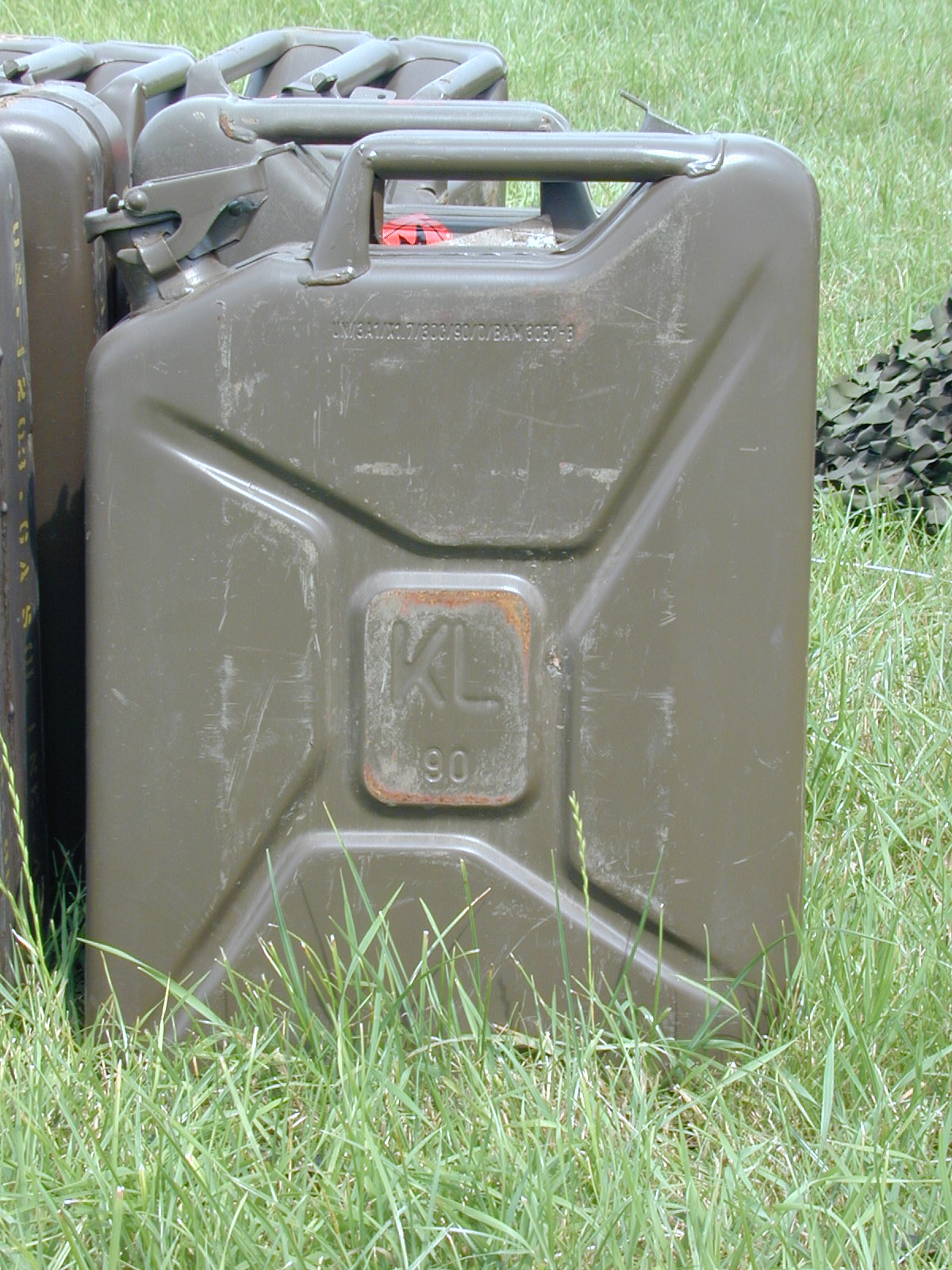 jerry can fuel cans militairy green row