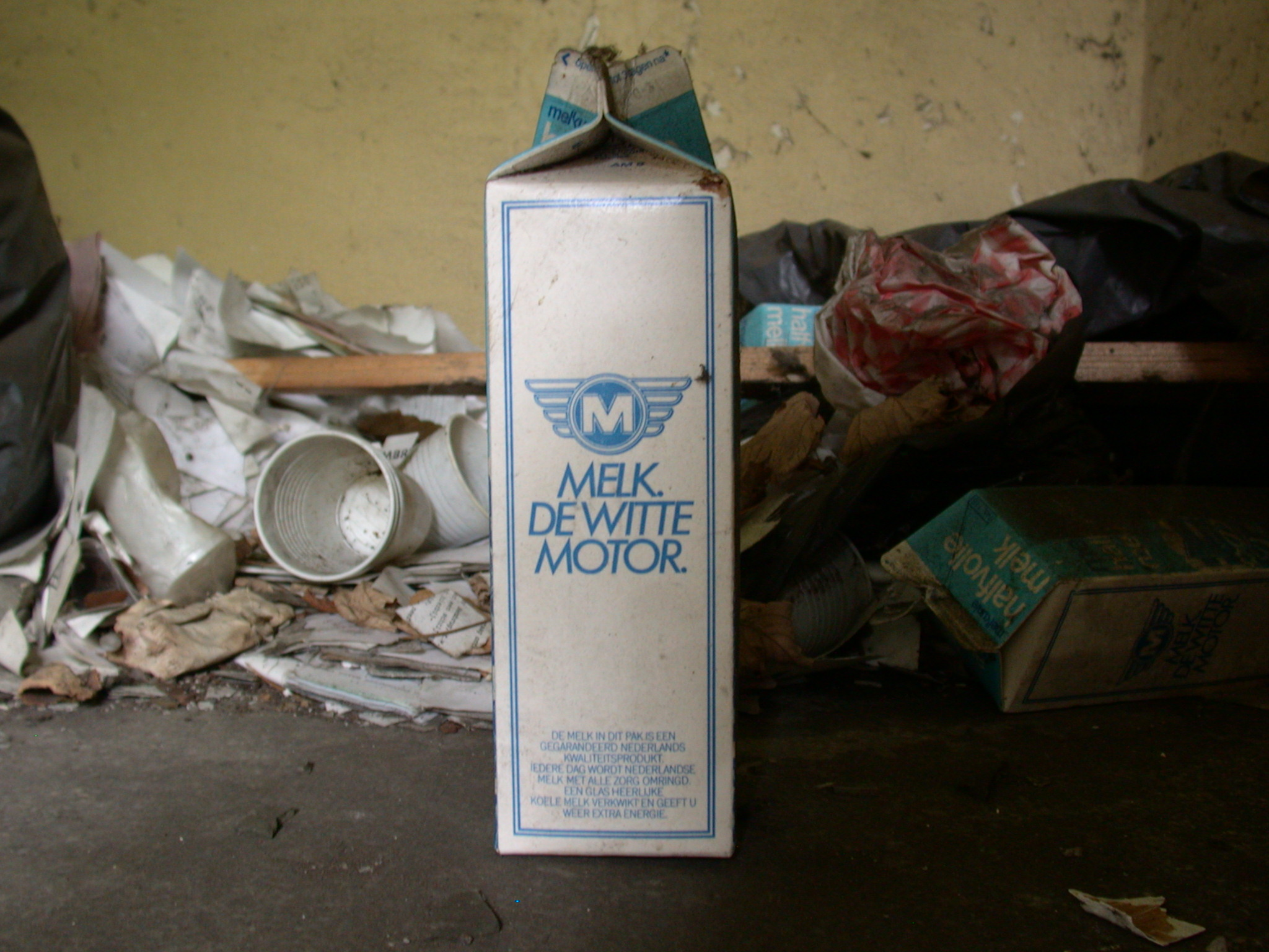 objects household milk pack milkpack dirty old typo typography melkdewittemotor melk de witte motor melkunie texture