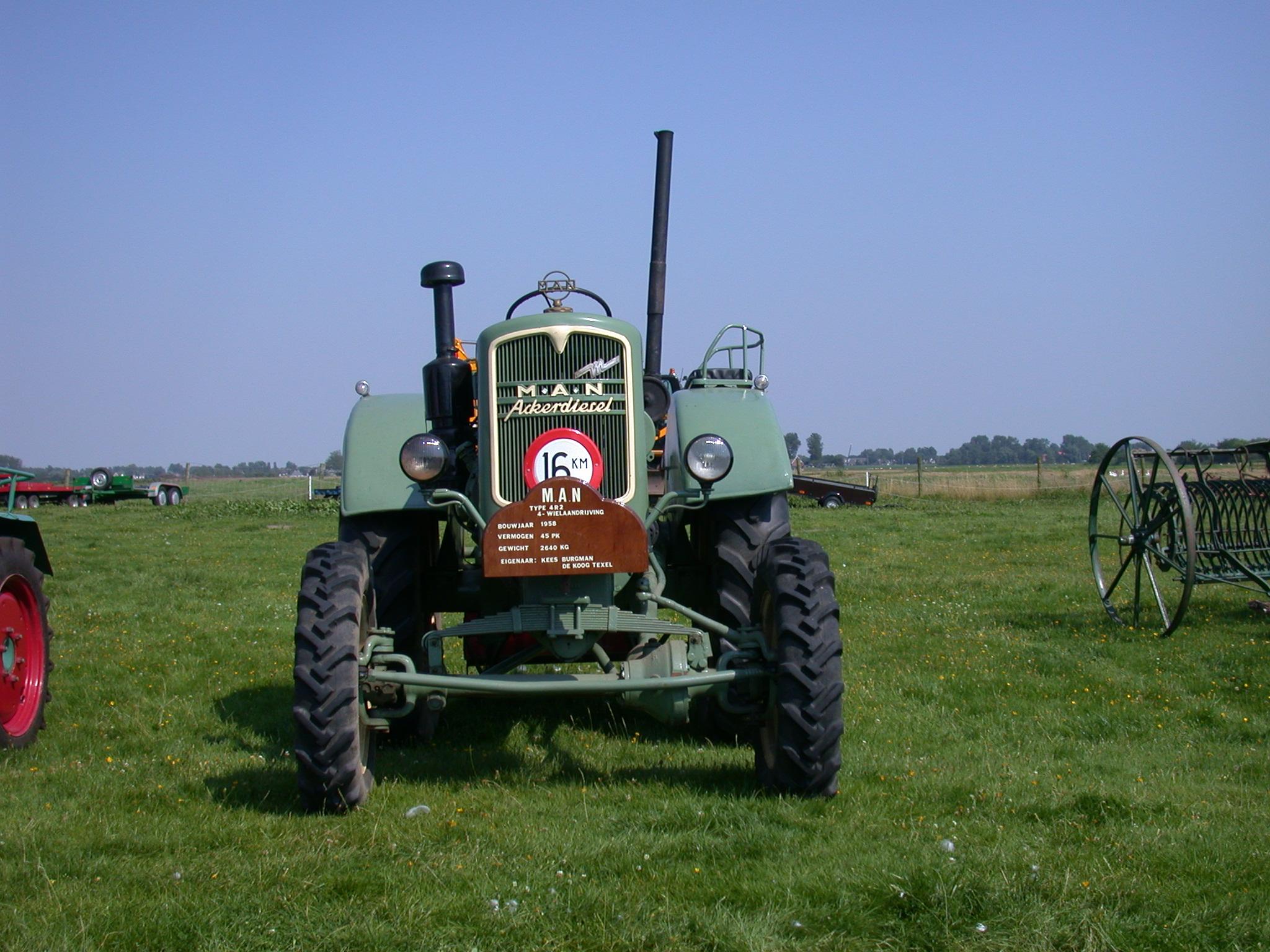 tracktor farm equipment Agricultural vehicle grass land