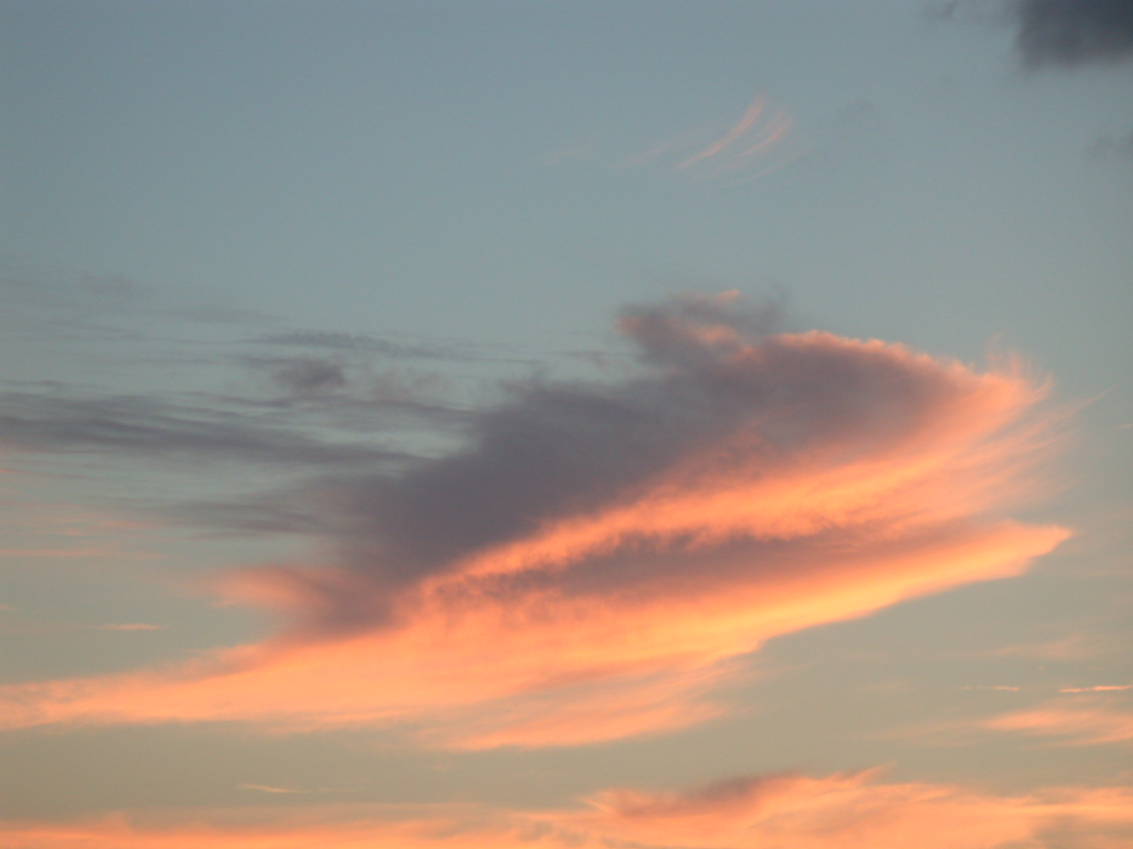 cloud clouds evening dusk dundown red reddish soft