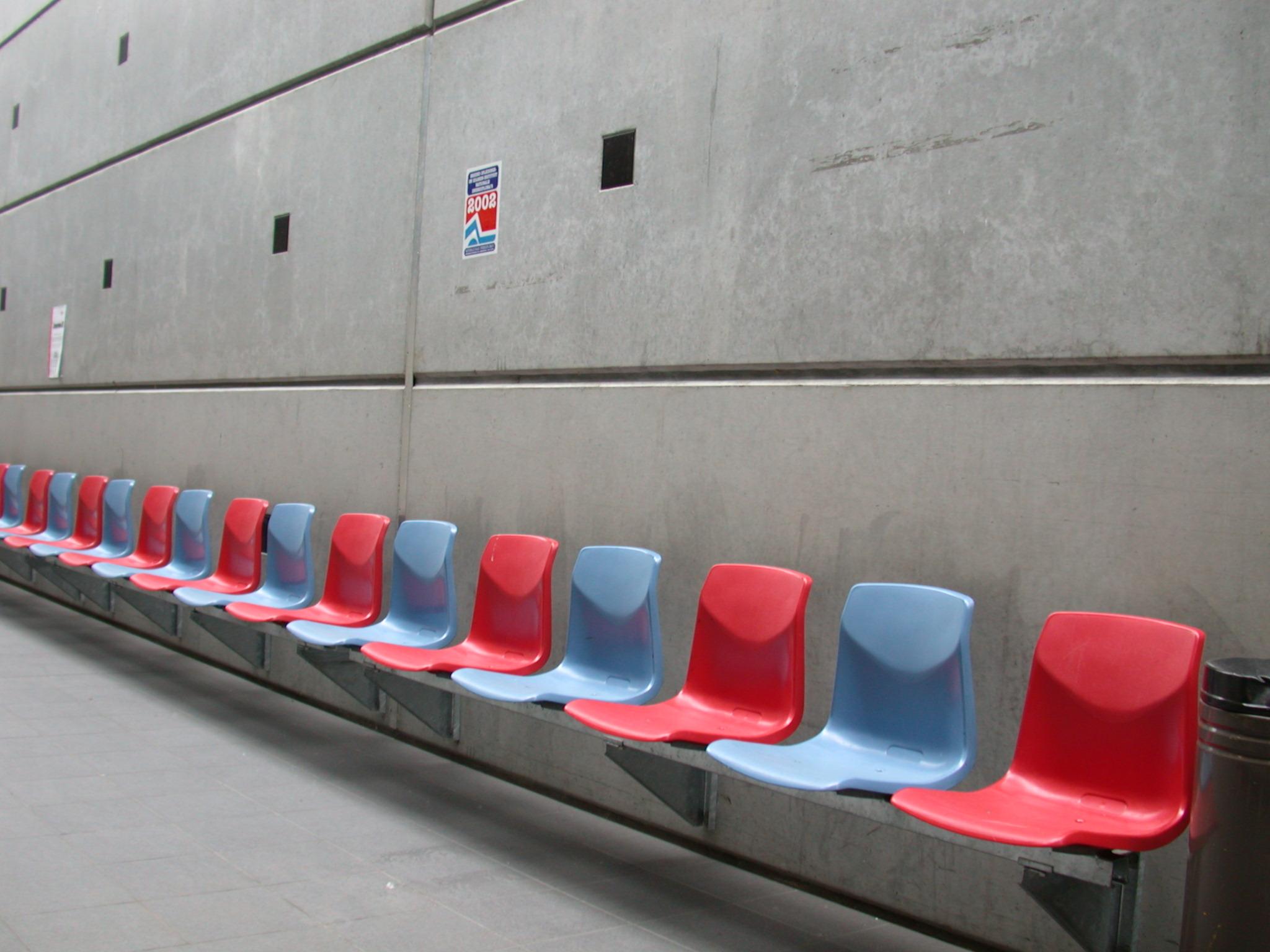 chairs red blue chari concrete wall waiting room waitingroom