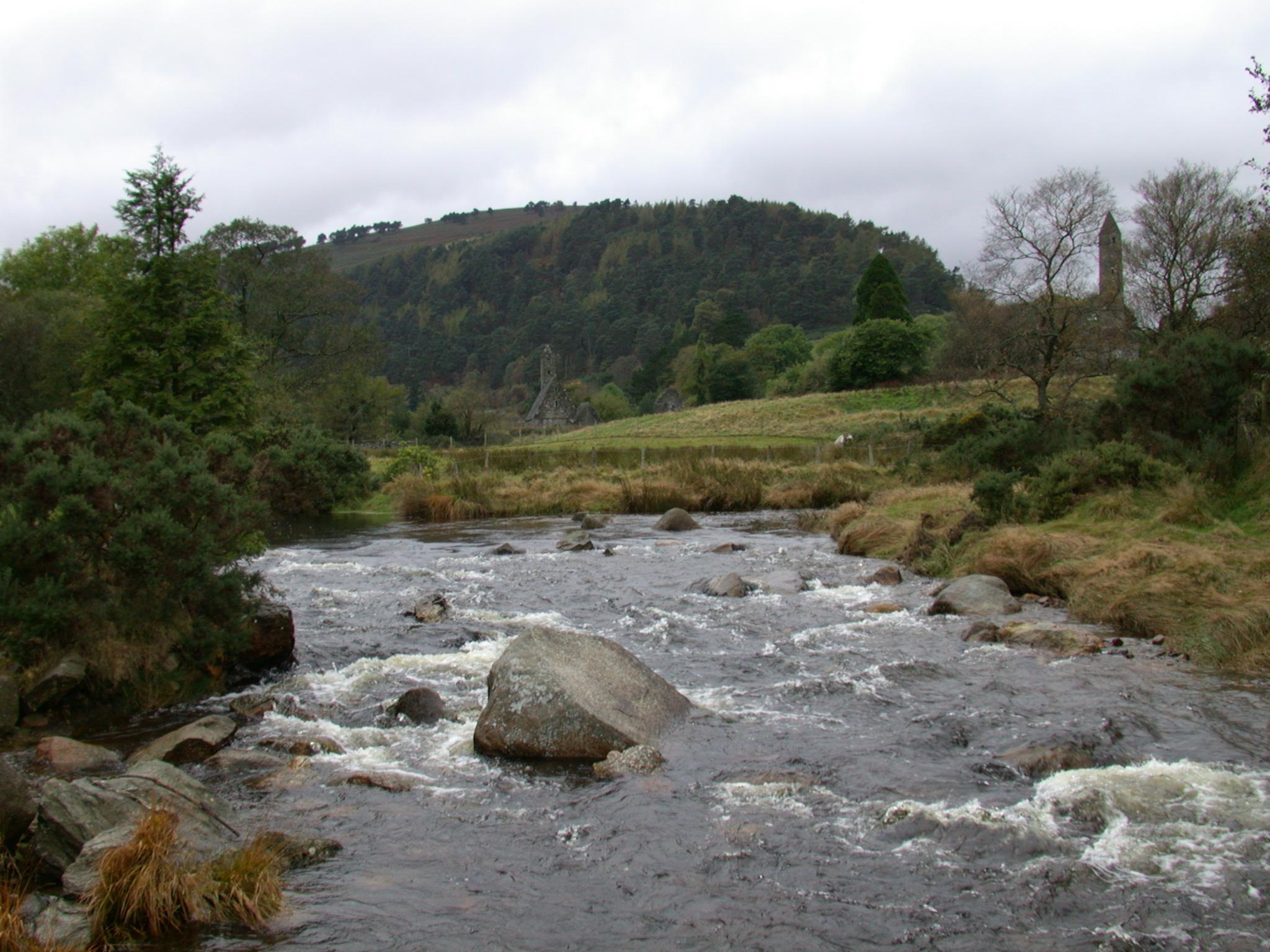 river rivuket brook stream streaming highland of scotland flow flowing rocks rocky wild