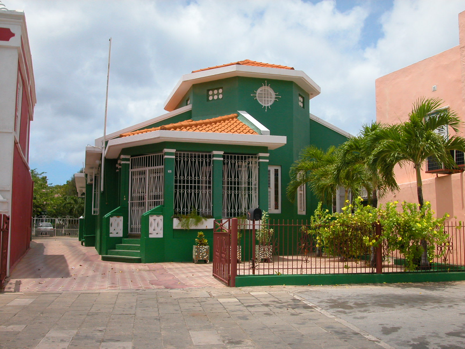 jacco curacao architecture exteriors house green fence palmtree palmtrees