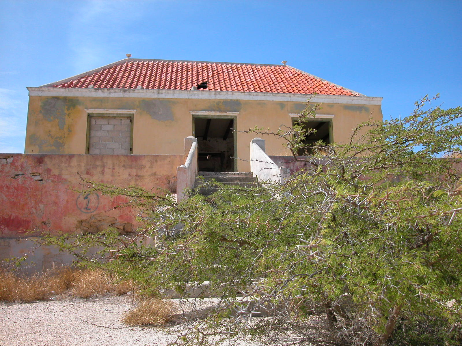 jacco curacao architecture exteriors villa abandoned house modern ruine
