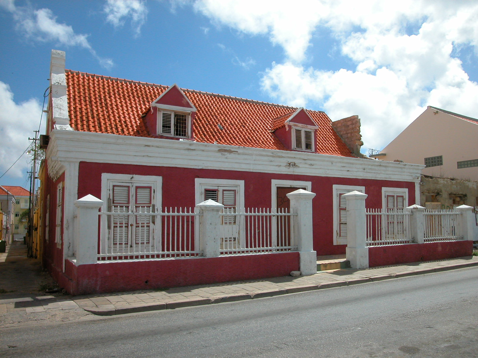 jacco red house curacao street alley architecture ruin