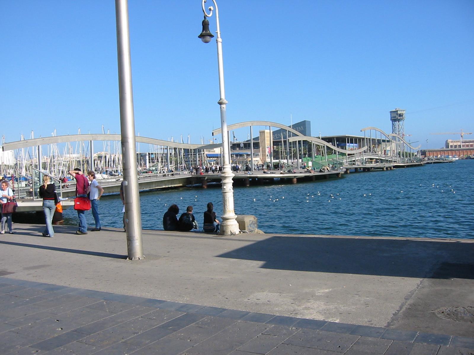 architecture exteriors cityscapes barca bareclona marina bridge people tourists water sitting standing lamppost
