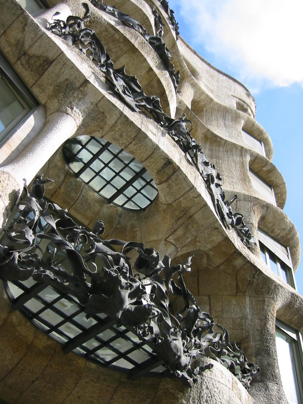 barcelona architecture exteriors gaudi jugendstill balcony fascade metal