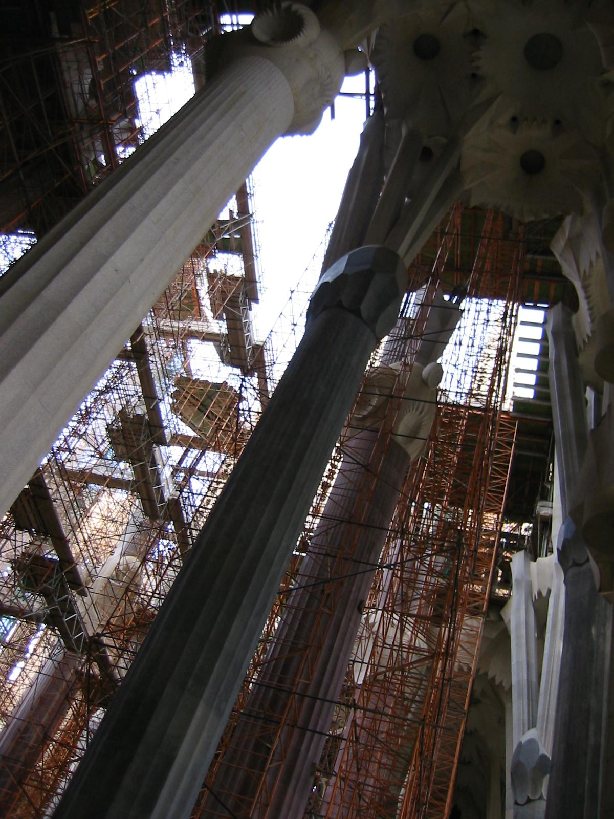 architecture interiors cathedral barcelona barca gaudi sagradafamilia sagrada familia column buildingsite construction constructionsite scaffold scaffolding