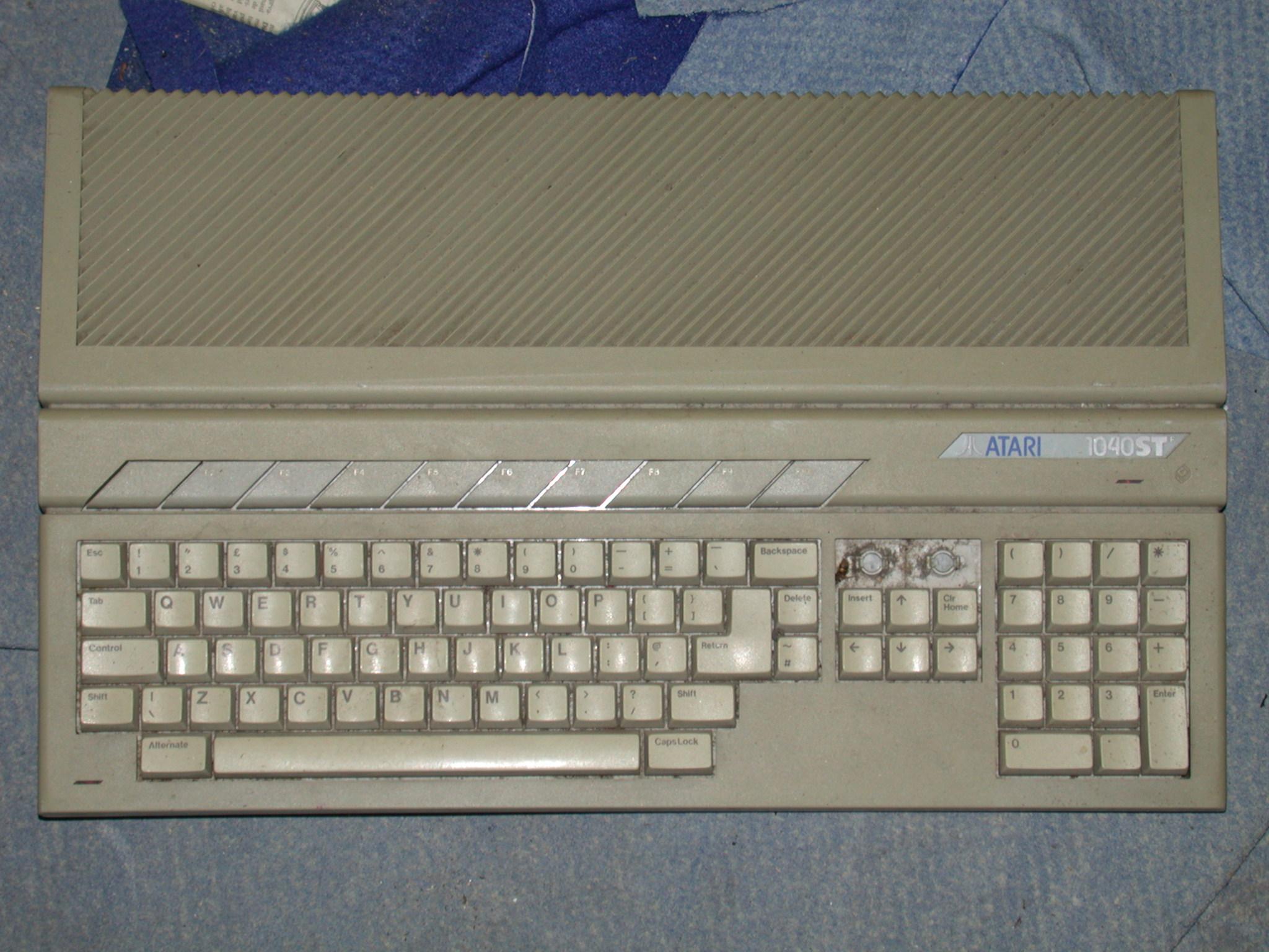 objects antique keyboard computer atari 1040st atari1040st beige plastic